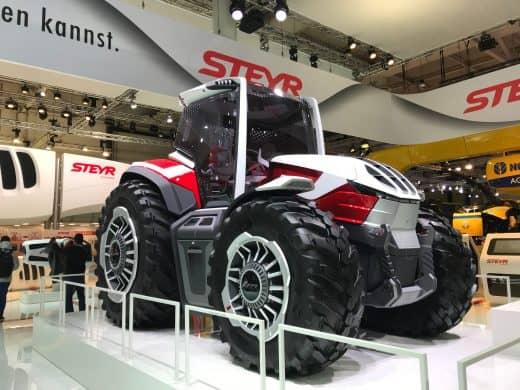Steyr hybrid traktor sett forfra høyre side, dette er fra serien Konzept