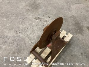 asfaltskjærer, også omtalt som pizzahjul for gravemaskin